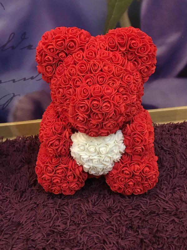 raudonas roziu meskiukas